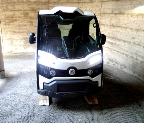 elektro transporter test auf gef lle und bremsschwellen. Black Bedroom Furniture Sets. Home Design Ideas