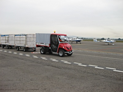 Airport towing vehicle