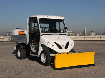 electric vehicles with salt spreader