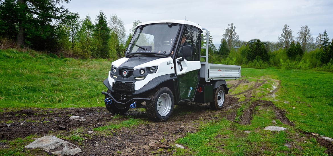 light e-power utility trucks