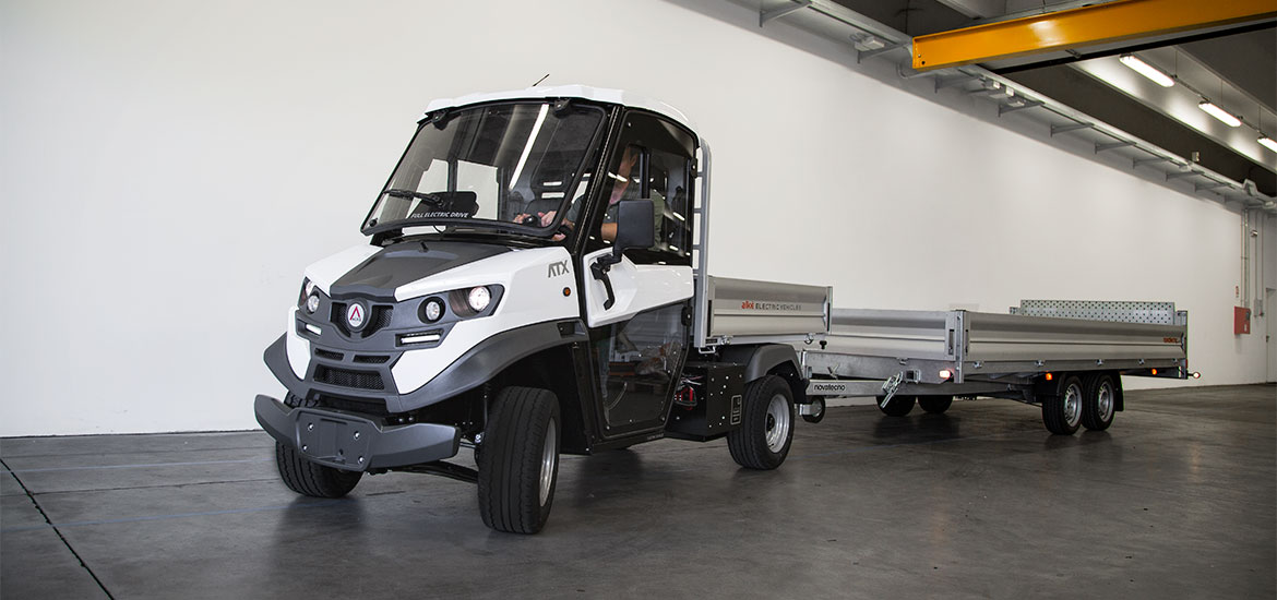 Vehicles with utility trailer - Maximum tow load capacity of 4,500 kg on private property