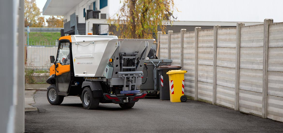 Electric garbage truck for recycling