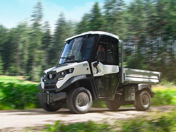 Electric vehicles with a 4wd-like power