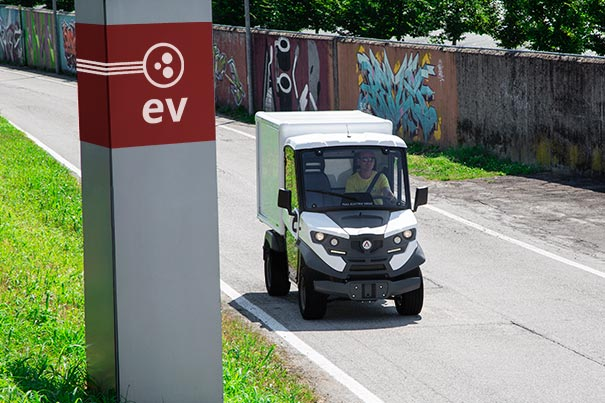 Electric vehicle for last mile express delivery