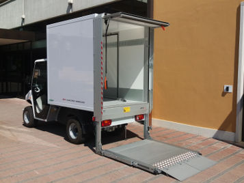 Electric vehicle with hoist tail lift