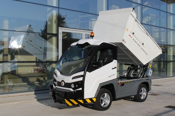 Alkè electric vehicles with waste removal tub and bin lifting system